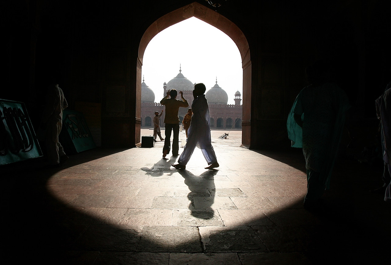 "8/26/2006 - Lahore, Pakistan - this is the Badshahi Mosque, an internationally famous mosque in Lahore, Pakistan.  ""USAID funded faith-based aid abroad"" - Pakistan -  Boston Globe Photo - no reproduction without explicit written permission from the Boston Globe."