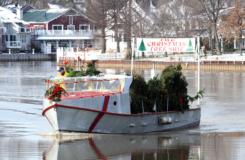 the christmas tree ship arrives on the vermilion river deliver trees at mcgarveys landing dec