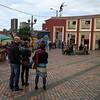 """""""La cuenta regresiva terminó con nuestra llegada a la casa de PBI en Teusaquillo, Bogotá. Esta nueva etapa inició con el reencuentro con los compañeros conocidos en la formación de Valladolid, seis meses atrás. Por delante, 10 días de orientación incluyendo numerosos talleres informativos y prácticos para prepararnos a lo tanto esperado: ¡¡el terreno!! <br /> <br /> A pesar del cambio de horario, del cansancio frente a una agenda bien apretada, nos parece """"bacano"""" estar acá, ¡por fin!,  para participar en el trabajo de PBI de apoyar y proteger a las personas defensores de derechos humanos y a las comunidades acompañadas. <br /> <br /> ¡Hasta pronto! Las próximas noticias serán desde Urabá y Barranca!"""", dicen Claire y Delphine."""