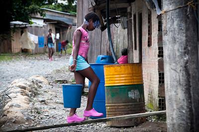 Las más afortunadas tienen varios tanques que les permiten recoger más agua en las temporadas de lluvia.