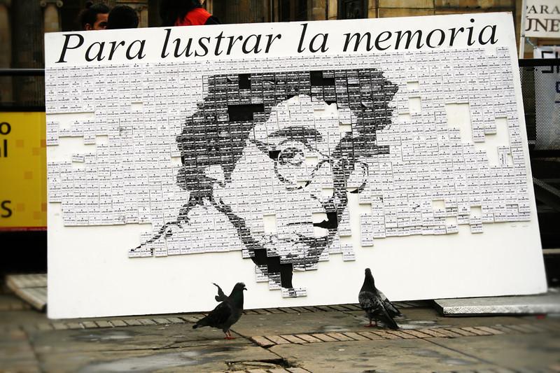 El periodista Jaime Garzón fue uno de los mejores humoristas políticos y personajes más queridos de Colombia. El 13 de agosto de 1999 fue asesinado y miles de personas salieron a las calles a despedir con rabia su muerte. Doce años después la investigación sobre su asesinato aún está abierta. <br /> Foto: PBI Colombia