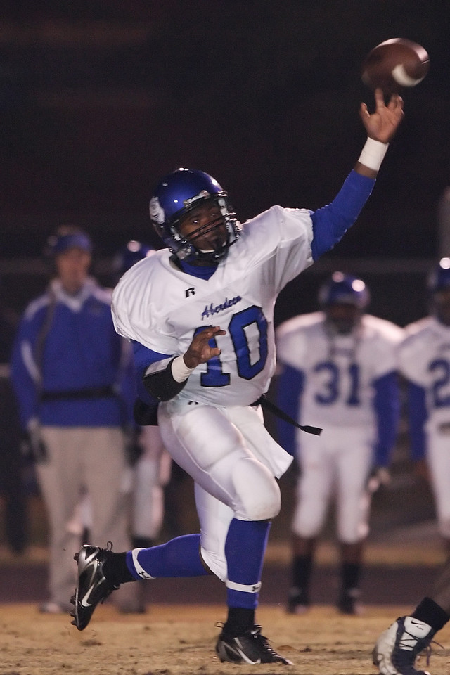 Aberdeen QB #10 Marcus Hinton fires a first half completion