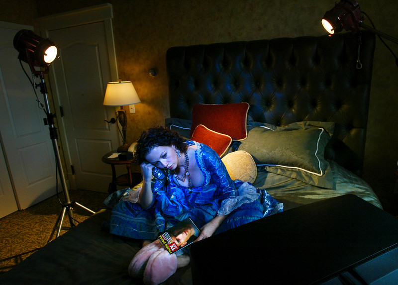 Portrait by Renee Jones Schneider/Star Tribune 10/5/05 Stacia Rice spent day after day in hotel rooms while traveling as an understudy for the Guthrie Theater's Othello.  She became very acquainted with cable television as she waited for a call to step in as one of three female characters she understudied.     The hotel photographed was courtesy of The Depot Marriott Residence Inn.
