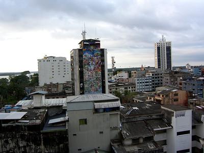 Desde el balcón del hotel y antes de salir rumbo al Crucero, el espléndido mural del Ayuntamiento se abrió ante nuestros ojos.