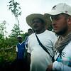 Acompañamos a Camilo, de la Comisión Intereclesial de Justicia y Paz, y a Eustaquio, líder reclamante de tierras de El Guamo – en la cuenca del río Curbaradó (Chocó)– en una comisión de verificación del impacto medioambiental, que evalúa el impacto de la destrucción de la vegetación nativa y de la flora y fauna del bosque húmedo típico de esa zona.