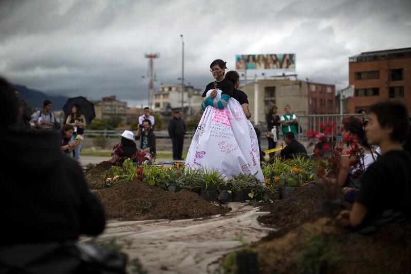 Hoy, 30 de agosto, se ha conmemorado en todo el mundo  el Día de la Desaparición Forzada. En Bogotá se han reunido familiares de desaparecidos para recordar, en un acto de dignificación, los nombres, las vidas, las memorias y los sueños de sus seres queridos.