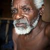 En 2001  llegó mucha gente a su barrio en busca de un nuevo hogar, huyendo del río Naya donde los paramilitares asesinaron y desplazaron a las comunidades afrodescendientes. En la nostalgia de los recuerdos de otra vida, nombraron al barrio el Puente de los Nayeros.