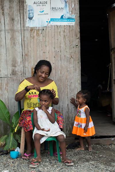 Ahora la gente disfruta de la tranquilidad en su barrio, pero sigue viviendo en medio de la pobreza. Los empleos son escasos, especialmente para las mujeres quienes se ganan la vida como recolectoras de moluscos, plataneras, empleadas domésticas , parteras y vendedoras ambulantes. La mayoría de las mujeres no logran ni siquiera ganarse el mínimo legal.