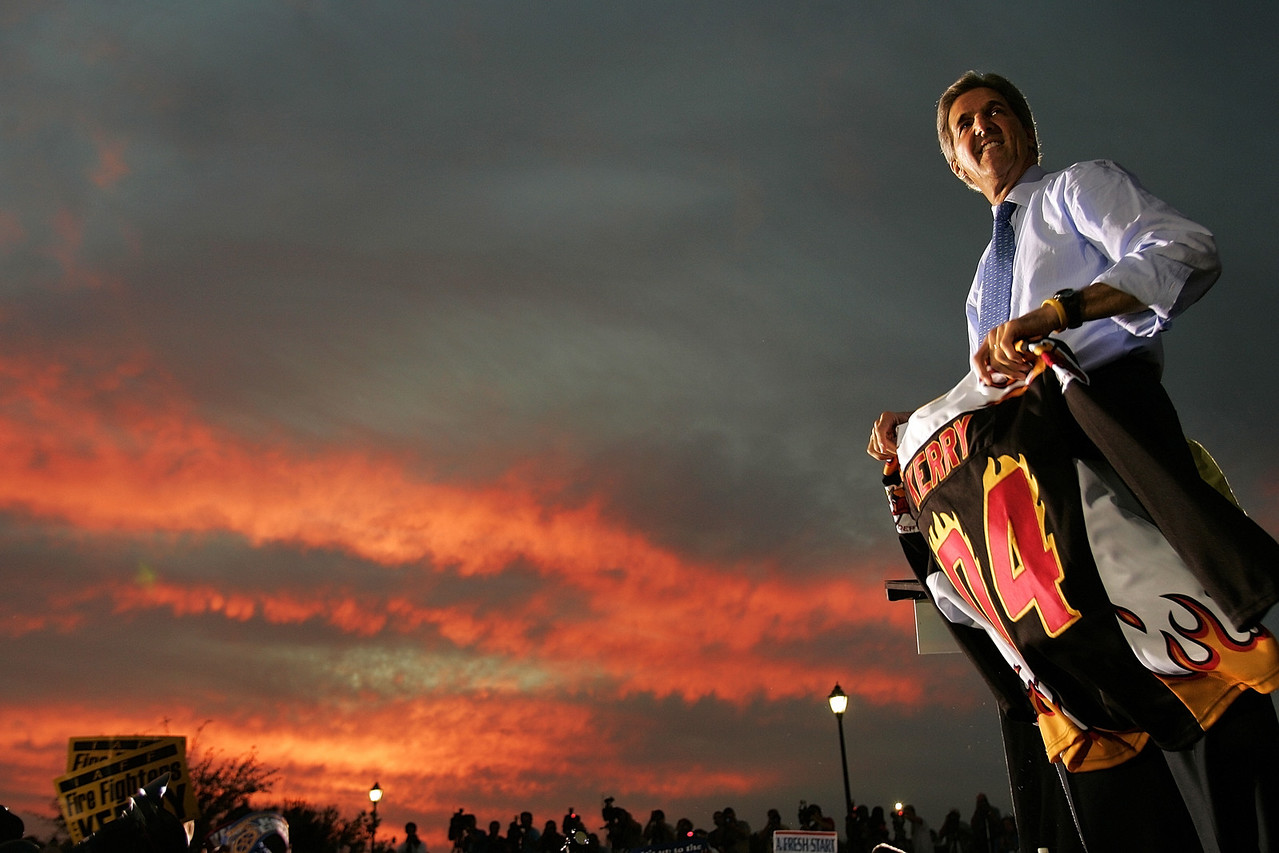 10/18/2004 -- Orlando, FL -- Senator John Kerry held an evening rally in Orlando Florida at Barnett Park on October 18, 2004.  Photo by Dina Rudick, Boston Globe Staff