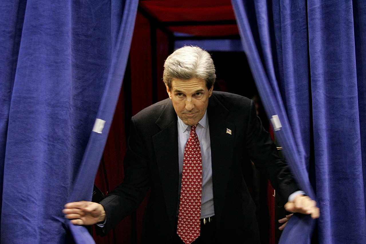 11/1/2004 -- Detroit, MI -- Joe Louis Arena -- Senator John Kerry bursts through the curtains and onto the rally platform at the beginning of a campaign event in Detroit, MI on the final day of campaigning before the national presidential election. Photo by Dina Rudick, Boston Globe Staff