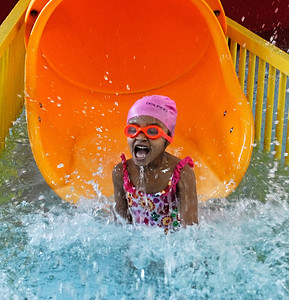 4-10-09  --feature south cobb swim 2--  Parker Felton, 4, of Powder Springs laughs as she splashes into the water during her first time at the South Cobb Aquatic Center on Friday afternoon.  PHOTO BY LAURA MOON.