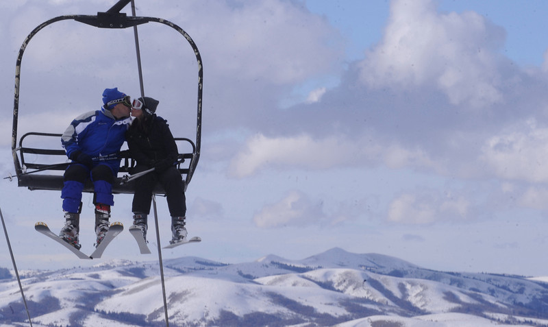 Up in the clouds<br /> Bill Schaefer/Idaho State Journal<br /> Jon Stoner, left, and Terri Campbell find a way to pass the time while riding the Apsen lift at Pebble Creek Ski Resort Tuesday afternoon.