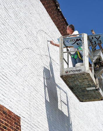 Work continues on downtown Elyria mural
