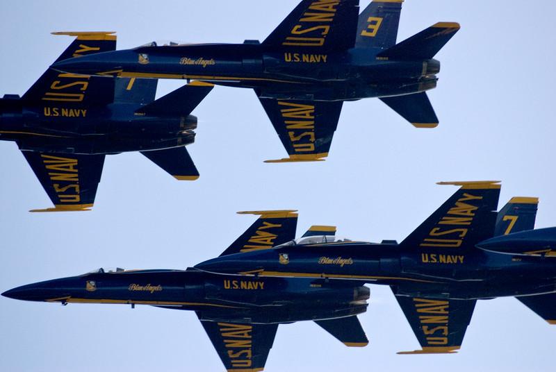 Etwa 15 Millionen Schaulustige kommen jährlich, um solche Präzisionsmanöver der Blue Angels zu bestaunen, schätzt die US-Navy.