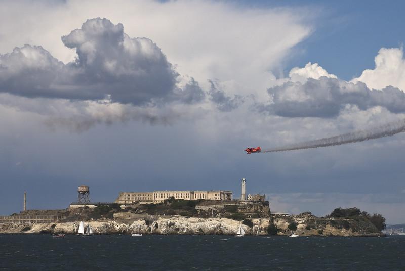 Aerobatics champion Sean Tucker heading for Alcatraz