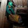 En la actualidad, en Guamocó habitan alrededor de nueve mil personas dedicadas a la minería artesanal. Los mineros artesanales de la Mina Walter y otras veredas de la región temen que serán reemplazados por las empresas nacionales e internacionales. De hecho, las multinacionales ya tienen títulos o solicitudes en cerca del 90% del territorio de Guamocó, afirma el Colectivo de Abogados Luis Carlos Pérez, organización acompañada por PBI.