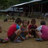 """En ciertos lugares existen escuelas construidas por los vecinos pero no hay profesores ni material educativo disponible, así que los índices de analfabetismo alcanzan el 27%, mientras el 75% de la población no alcanza a terminar la escuela segundaria.<br /> <br /> Para más información lea el artículo: Guamocó: «Oro para la vida y no para la muerte». En: PBI Colombia, Minería en Colombia: ¿A qué precio? <a href=""""http://www.pbi-colombia.org/fileadmin/user_files/projects/colombia/files/colomPBIa/111122_boletin_final_web.pdf"""">http://www.pbi-colombia.org/fileadmin/user_files/projects/colombia/files/colomPBIa/111122_boletin_final_web.pdf</a>"""