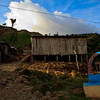 La comunidad de Mina Walter en Guamocó está literalmente viviendo sobre oro. La minería tradicional ha sido el sustento de sus pobladores durante décadas. Este regalo de la naturaleza ha sido también su maldición, ya que al aislamiento de la población se le han sumado los grandes intereses: las empresas mineras y los grupos armados al margen de la ley.