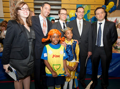 HRH Swedish Prince Daniel, Duke of Västergötland visits Miner Elementary school to promote healthy eating for schoolchildren in Washington, DC on September 26, 2011. With DC Mayor Vince Gray.