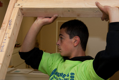 (1) Pslip Slug #: W 25054; (2) Ridgewood, NJ; (3) 10/24/09; (4) Habitat for Humanity Builds a House for Make a Difference Day on 10/24/2009; (5)  David Caifao lends a pair of hands as a Habitat for Humanity volunteer during Ridgewood's Make a Difference Day on 10/24/2009; (6) W.H. Grae for the Ridgewood News.