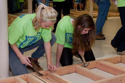 (1) Pslip Slug #: W 25054; (2) Ridgewood, NJ; (3) 10/24/09; (4) Habitat for Humanity Builds a House for Make a Difference Day on 10/24/2009; (5) (L-R) Taylor Kolvek and Kaitlin Cuneo pitch in during Habitat for Humanity's project during Ridgewood's Make a Difference Day on 10/24/2009; (6) W.H. Grae for the Ridgewood News.