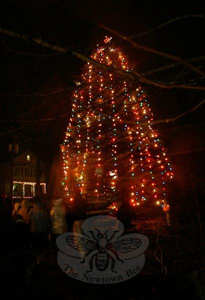 Sandy Hook Center celebrated its tree lighting on December 5, 2009.  (Hicks photo)