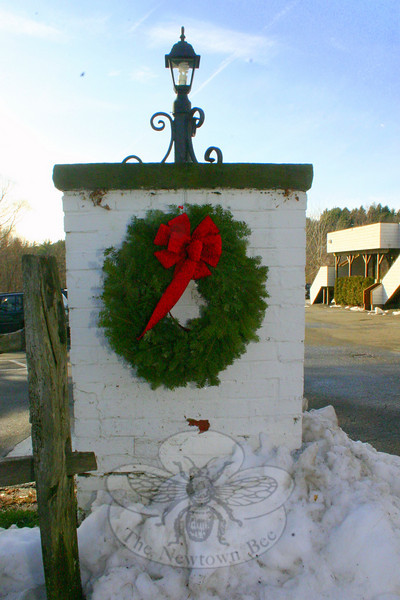 A wreath at The Inn at Newtown.  (Hicks photo)