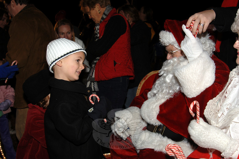 Meeting Santa at the tree lighting at Ram Pasture on Friday, December 4, 2009.  (Bobowick photo)