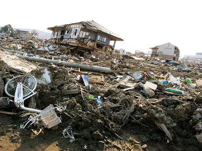 Around the port area of Ishinomaki the devastation is enormous. Hardly any houses are left standing.