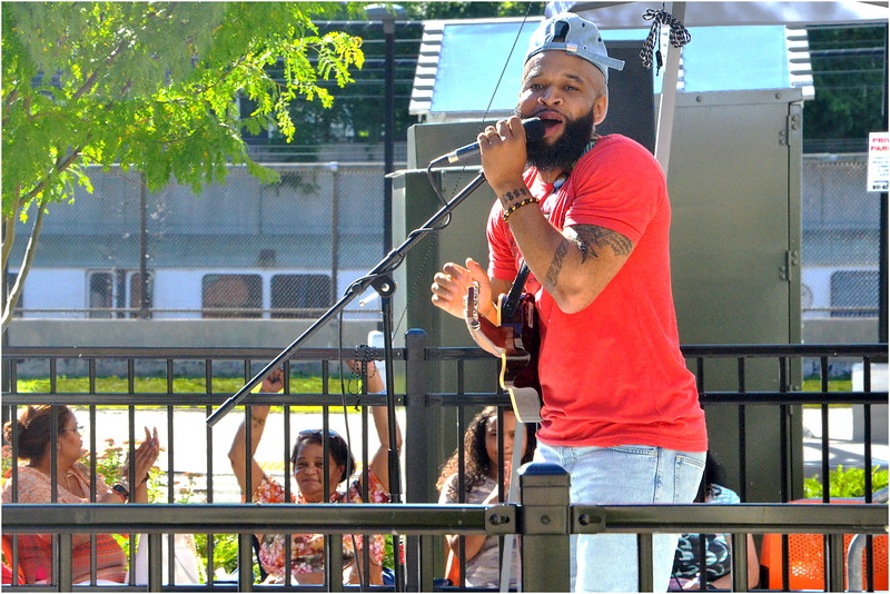 Woody Vereen gets the audience moving on Amory Avenue, backed by the Giant Slayers.