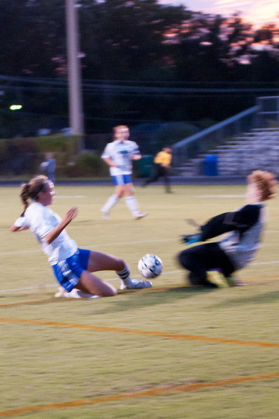 Jenna Cantor tries to put the ball past the goalie.