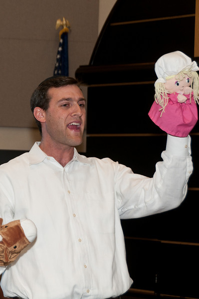 "Rabbi Nissan Antine puts on a puppet show for the kids to explain the concept of ""Thou shall not waste""."
