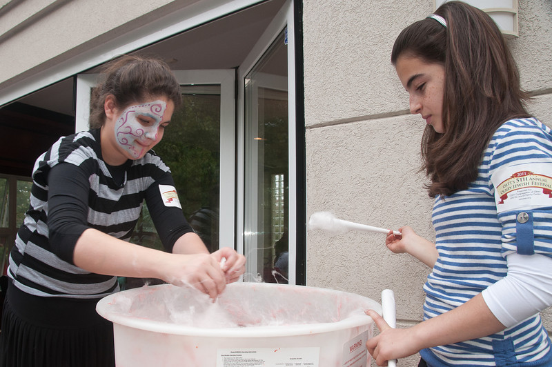 Gila Milikowsky (13 yrs old of Olney) and Yael Fink (12 years old of Olney) make cotton candy.  Gila is the daughter of Rabbi Milikowsky.