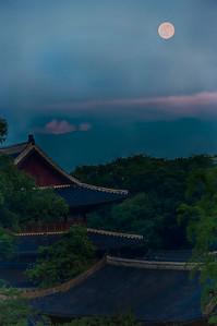 2014-06-12_MoonOverChangdeok-gung-2