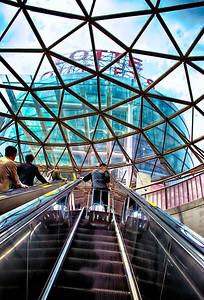 2014-05-08_Seoul_Station_Escalator-3632_HDR