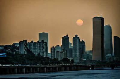 2013-08-01_Seoul_Sunset_from_DongjakBridg-_1925-2