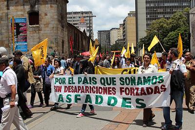 En la marcha también participaron miembros de ASFADDES para recordar los miles de desaparecidos. A julio de 2011, la Fiscalía conocía más de 16.000 casos de desapariciones.  Foto: PBI Colombia