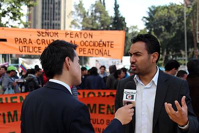 «Esta manifestación tiene como objetivo denunciar que el despojo en Colombia continúa y que también involucra a algunos actores del Estado», explica Franklin Castañeda, vocero nacional del MOVICE y presidente de la Fundación Comité de Solidaridad con Presos Políticos, organización acompañada por PBI Colombia.  Foto: PBI Colombia