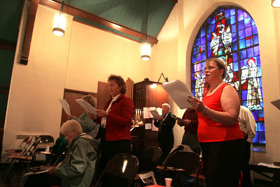 4OCT09    The Choir at Sts Cyril and Methodius sings its last hymns.   photo by Chuck Humel