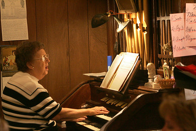 4OCT09   Organist Tina Leonard performs the last mass at Lorain's Ss Cyril & Methodius.        photo by Chuck Humel