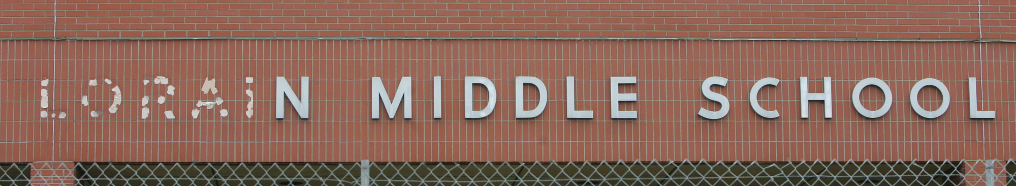"""6OCT09  A sign with missing letters but still visibly saying """"Lorain Middle School"""" indicates some of the uses of the old Lorain High School Building on Sixth and Washington in Lorain. The school is being torn down and has quite a history.    for Adam Wright story/  photo by Chuck Humel"""