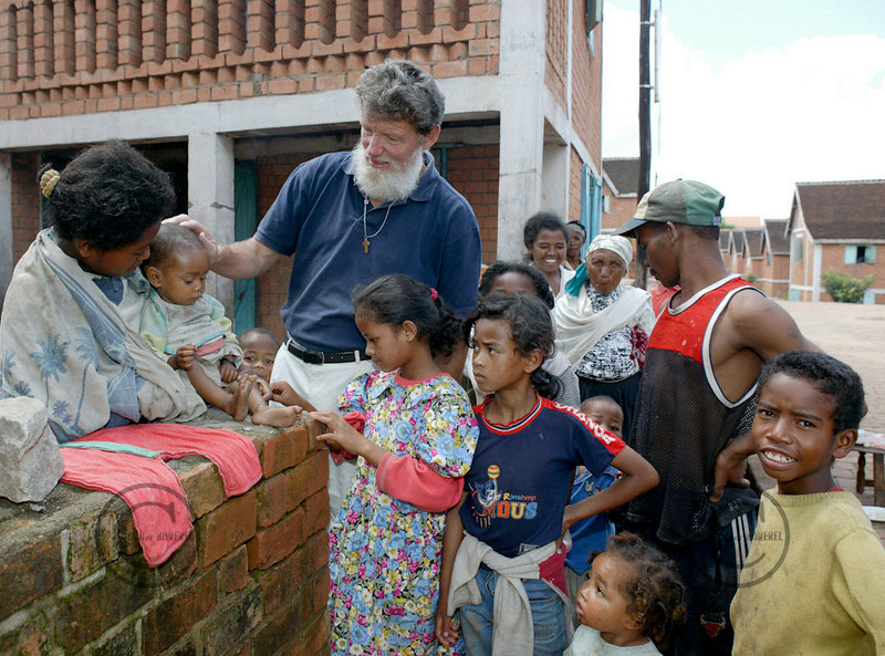 Madagascar 2003Padre Pedro in the village he built for the poor people©Didier BAVEREL