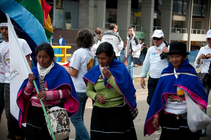 Miles de personas de todos los orígenes y colores políticos salieron a la calle para expresar su deseo por la paz, y marchar en solidaridad con las víctimas y contra la guerra.