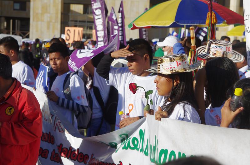 PBI entrevistó a personas defensoras y líderes de restitución de tierra durante la marcha en Bogotá.