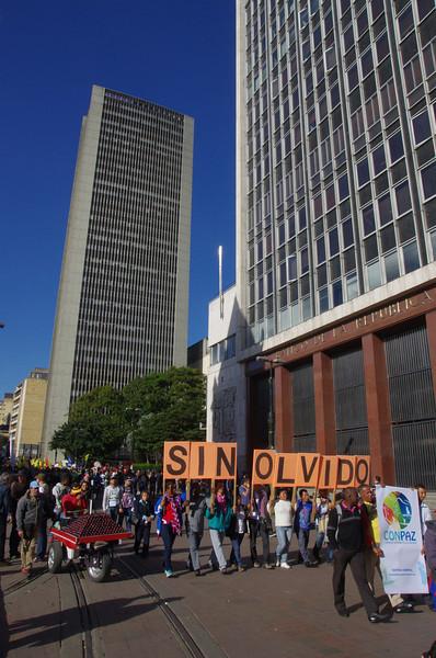 El Día Nacional de Víctimas es un espacio donde salen las víctimas y las diferentes organizaciones que defienden los derechos humanos en Colombia.