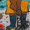 En las paredes del refugio humanitario hay pinturas que las mujeres realizaron en una actividad previa, esos murales cuentan historias que viven en el territorio. Como en este, donde cuenta como la empresa petrolera afecta sus vidas y sus entornos, contaminando las aguas y la naturaleza.
