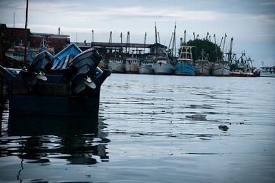 Nuestro viaje comenzó a las 5 a.m. en Buenaventura que es el puerto marítimo  más importante de Colombia por el volumen de carga que mueve (más del 60% del comercio del país). Para llegar al río Naya, hay que viajar en lancha de motor por mar abierto durante dos horas y luego por el río Naya.