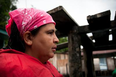 María Eugenia Mosquera ha acompañado a comunidades vulnerables como miembro de la Comisión Intereclesial de Justicia y Paz desde hace 19 años. Viaja frecuentemente al río Naya para asesor a los líderes del consejo comunitario. Para que pueda llegar sana y salva a las comunidades, los voluntarios de PBI la acompañan en sus viajes. PBI ha acompañado a miembros de la Comisión desde 1994.