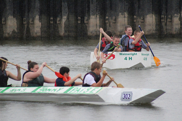 The two 4H groups battle it out in a heat of the River Rumba Regatta.