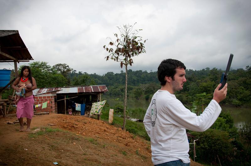"""Lo que uno nota cuando visita a Santa Rosa es la gratitud que siente la comunidad por la labor de la Comisión y también por la presencia de PBI que lleva 19 años acompañando a la Comisión. Apóyanos en el acompañamiento a defensores de derechos humanos, haz una donación. Tu aporte es muy valioso para que podamos continuar acompañando a las organizaciones defensoras de derechos humanos en Colombia. <a href=""""http://www.pbi-colombia.org/field-projects/pbi-colombia/donate-to-pbi/"""">http://www.pbi-colombia.org/field-projects/pbi-colombia/donate-to-pbi/</a>"""